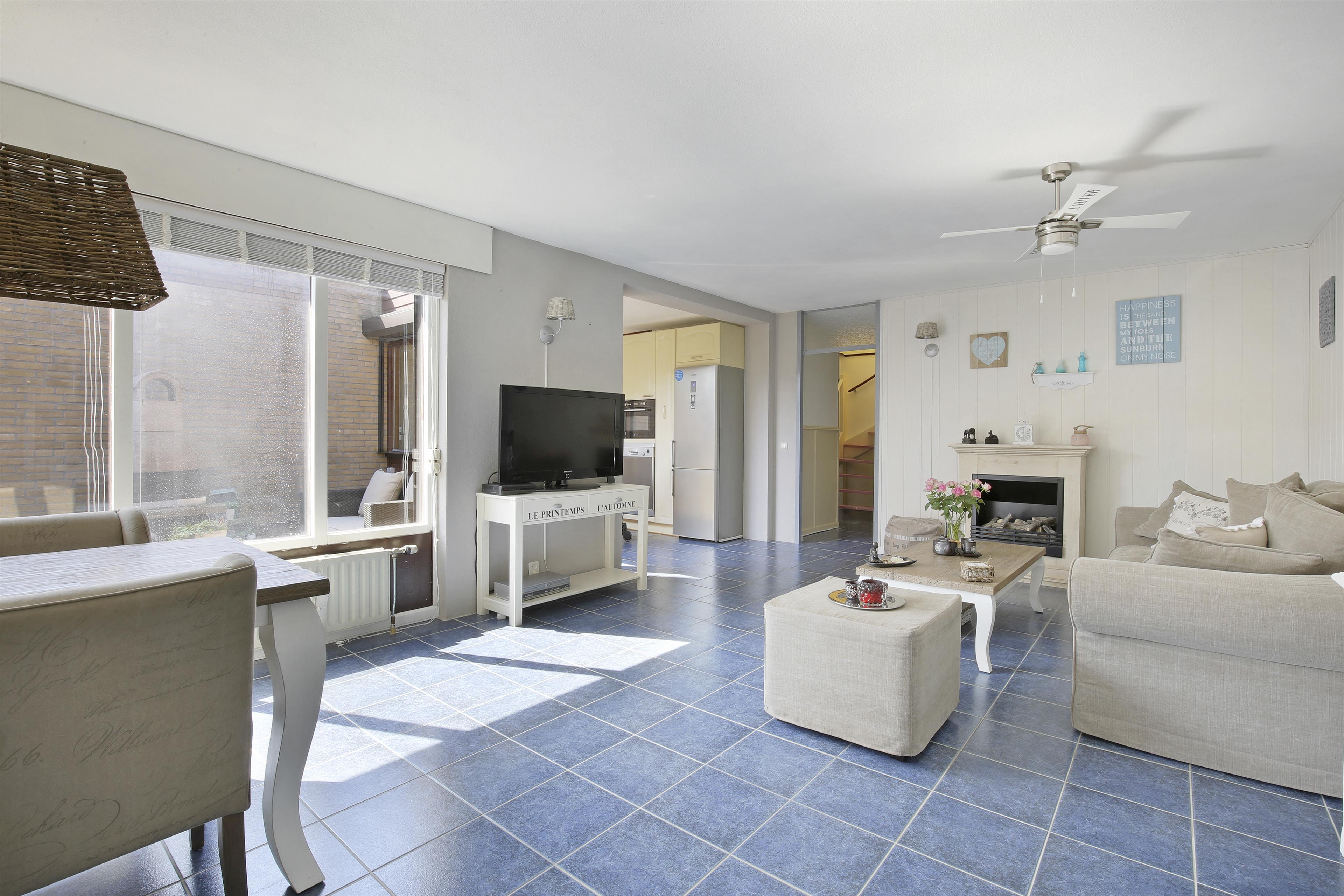 Te koop leermosstraat 3 almere hendriks makelaardij - Hoe een rechthoekige woonkamer te voorzien ...
