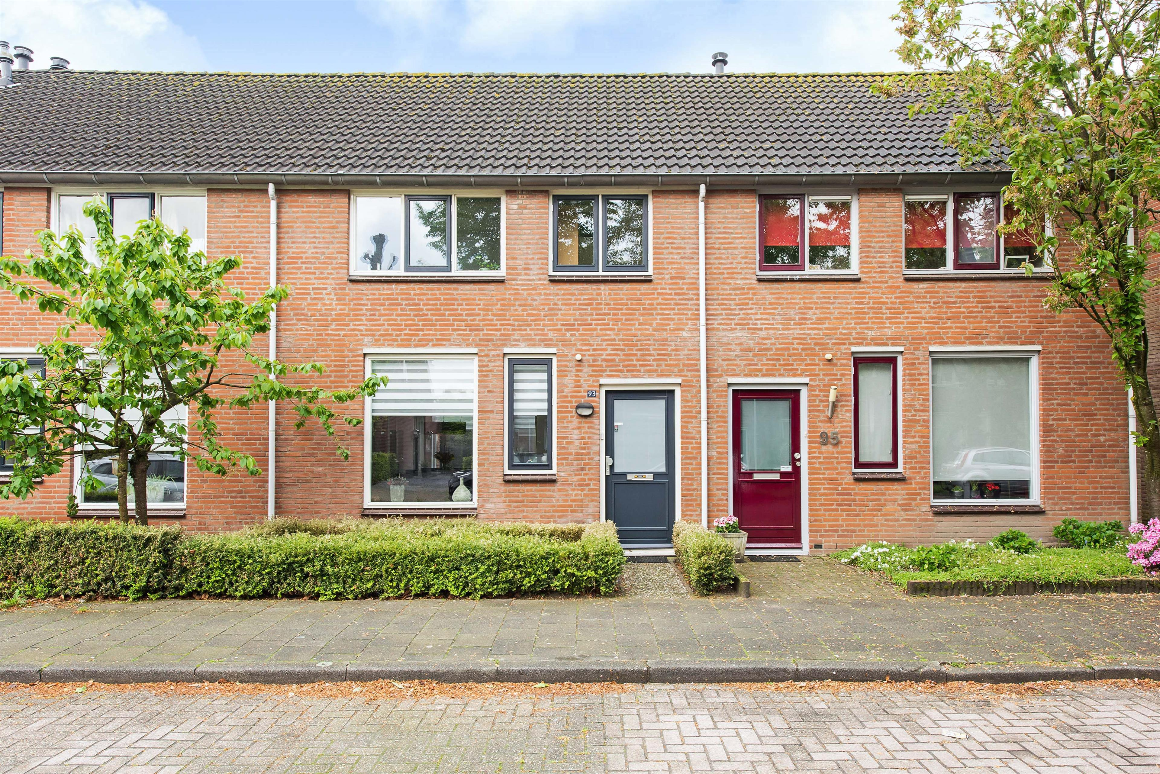 https://hendriks.nl/woningfotos/4/3/7/8/3840/43787323_Langvennen-Oist-93-Oisterwijk-1.JPG